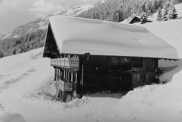Photo du chalet de vacances l'Anta Rousa à Champéry en février 1999 sous la neige